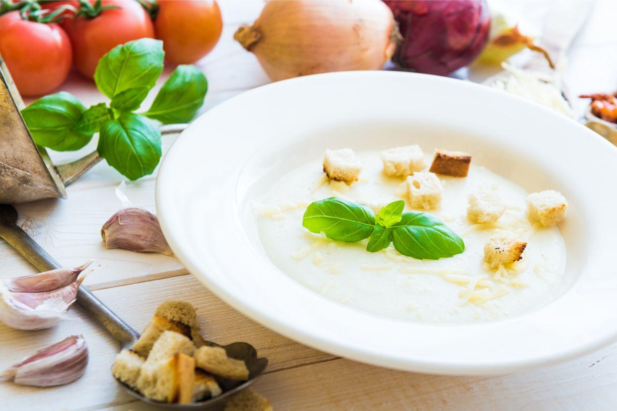 Cibulová polévka s krutony